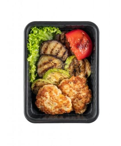 Куриный шницель с овощами гриль